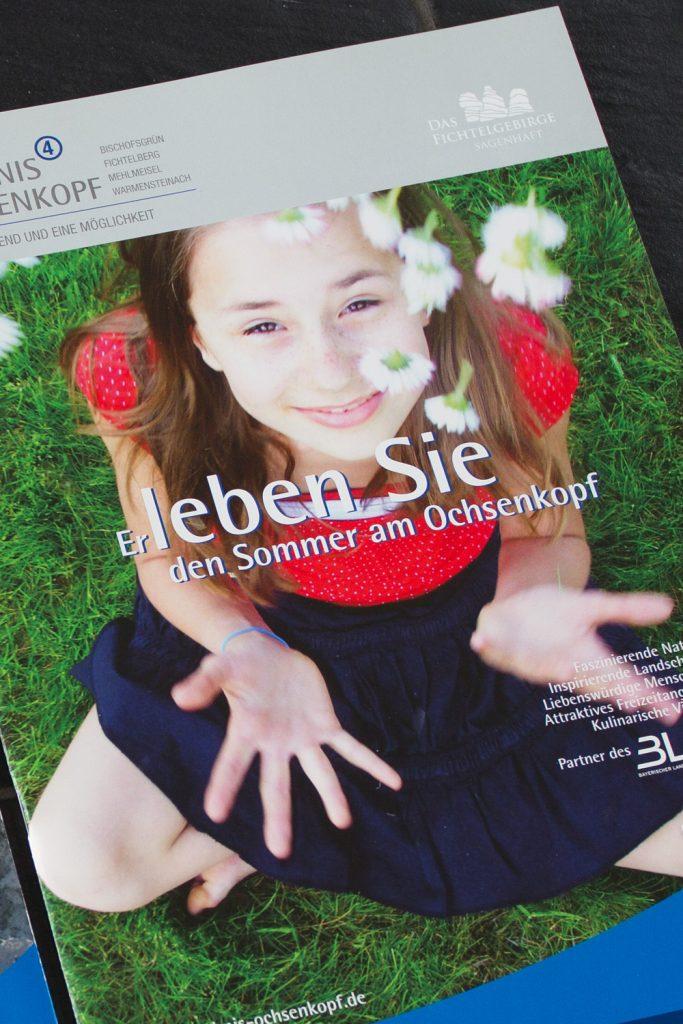 Titelansicht Sommer-Broschüre mit großformatigem Stimmungsbild, Printmedien